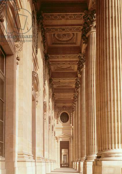 View of the colonnade of the Louvre (photo)