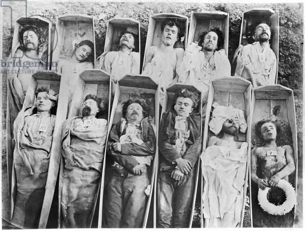 Communards in their coffins, c.1871 (b/w photo)