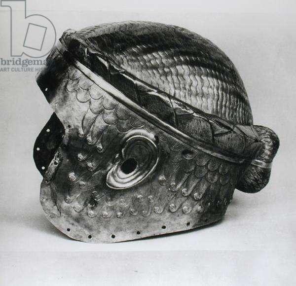 Electrum helmet of King Mes-Kalem-Dug, c.2500-2400 BC (beaten gold) (see also 4101) (b/w photo)