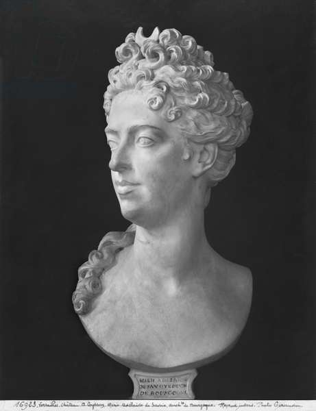 Bust of Marie-Adelaide de Savoie, Duchess of Burgundy, 1710 (marble) (b/w photo)