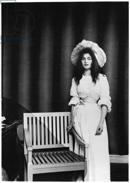 Portrait of Julie Manet aged 16 (1878-1966) 1894 (b/w photo)