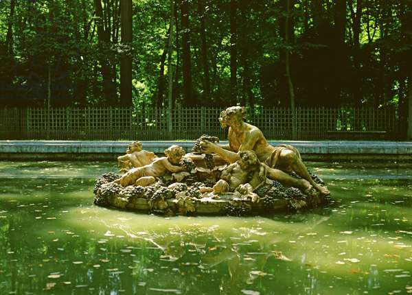 The Fountain of Bacchus or Autumn (photo)