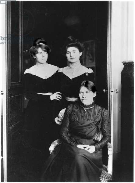 Portrait of three cousins, L-R: Jeannie Gobillard (1877-1970), Julie Manet (1878-1967), Paule Gobillard (1867-1946) (b/w photo)