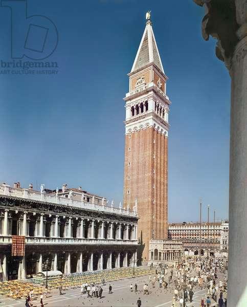 The Libreria Sansoviniana and campanile (photo)