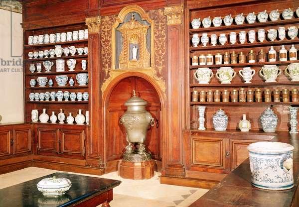 The pharmacy of the Saint-Jean Hospital, 17th-18th century (photo)