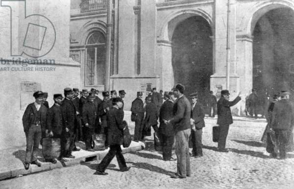 Scene of the assassination of the Archduke Franz Ferdinand and his wife Sophie, Duchess of Hohenberg, 1914 (b/w photo)