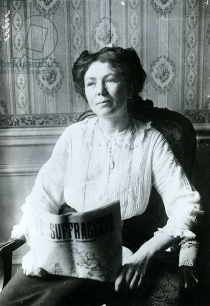 Portrait of Christabel Pankhurst reading a copy of 'The Suffragette' c.1905 (b/w photo)