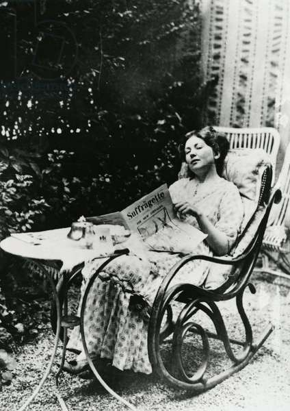 Christabel Pankhurst (1881-1969) reading a copy of 'The Suffragette' c.1905-14 (b/w photo)
