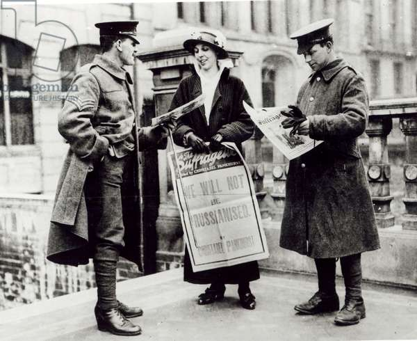 A Suffragette selling newspapers to two soldiers, c.1914 (b/w photo)