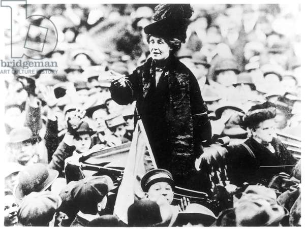 Mrs Emmeline Pankhurst Addressing a Crowd in New York, c.1910 (b/w photo)