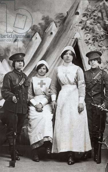 Women at War, 1914-18 (b&w photo)