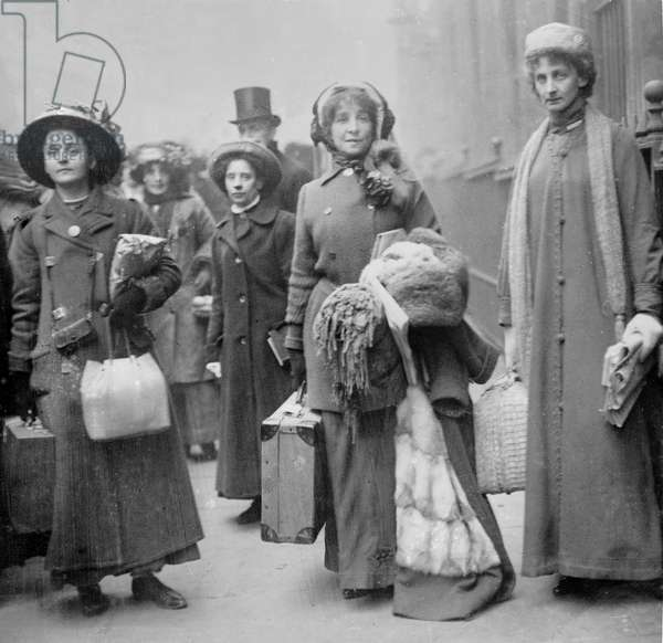 Leslie Lawless and Constance Lytton wait for sentencing outside Bow Street Magistrate's Court, 1911 (b/w photo)