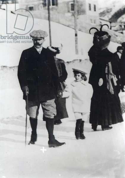 Archduke Franz Ferdinand of Austria with one of his children (b/w photo)