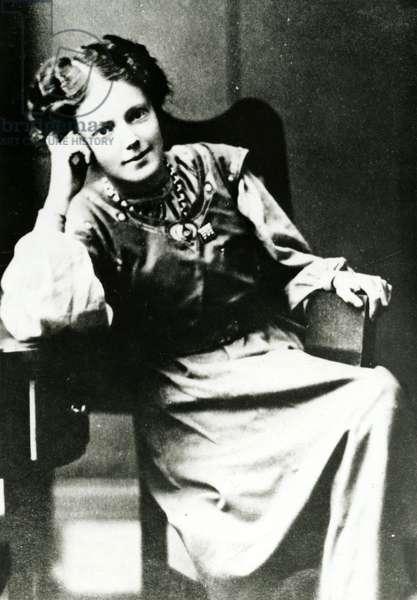 Portrait of Mary Eleanor Gawthorpe, c.1909 (b/w photo)