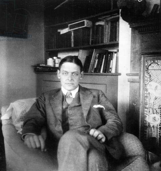 T.S. Eliot (b/w photo)
