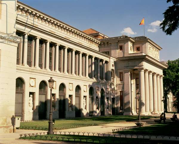 Lateral view of the Museum, commissioned by Charles III in 1785, designed by Juan de Villanueva (1739-1811) opened to the public in 1819 (photo)
