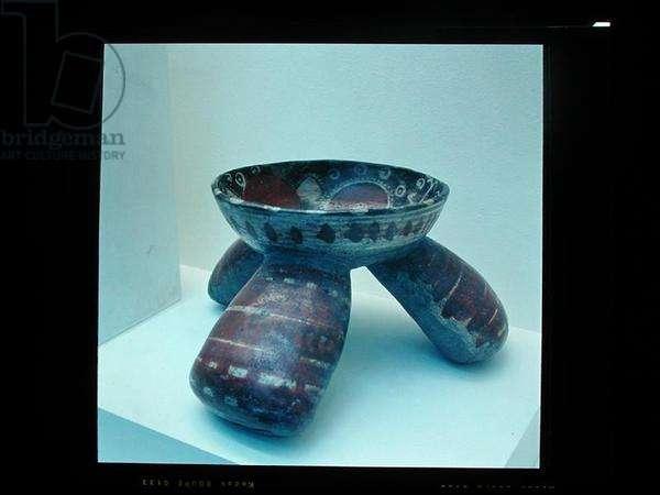 Tripod pot, 800-1200 (ceramic)