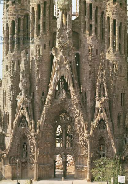 View of the facade of the Nativity begun by Francesc de Paula Villar i Lozano in 1882 and continued by Antonio Gaudi (1852-1926) (photo)