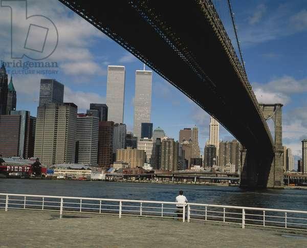 View under Brooklyn Bridge towards Manhattan (photo)