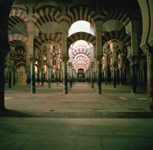 Interior view of the mosque, 8th-10th century (photo)