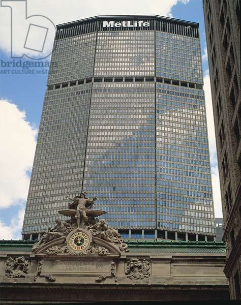 The Metlife Building, built by Emery Roth (1871-1948) Pietro Belluschi (b.1899) and Walter Gropius (1883-1969) in 1908 (photo)