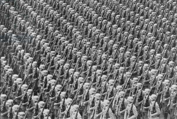 9th Congress of the NSDAP, parading of Soldiers of the Wermacht, 13th September 1937 (b/w photo)