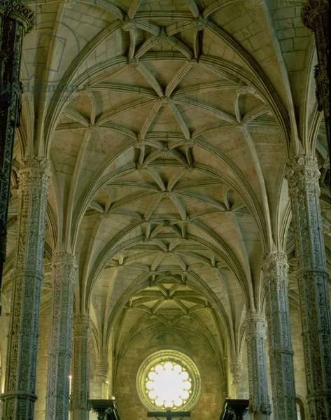 View of the central nave showing the vaults and the west rose window, Manueline Gothic, 16th (photo)