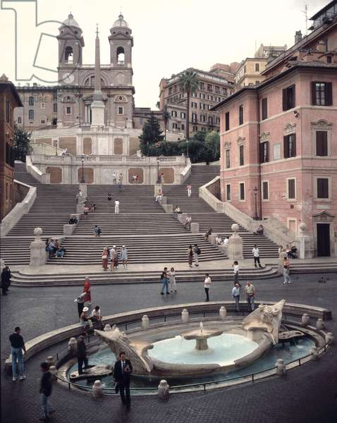 View of the Spanish Steps or Scalinata, the Fontana della Barcaccia and the church of Trinita dei Monti seen from the Via Condotti, Piazza di Spagna, Rome, Italy (photo)