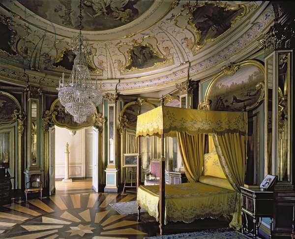 The Royal Bedroom in the Hall of Don Quixote (photo)