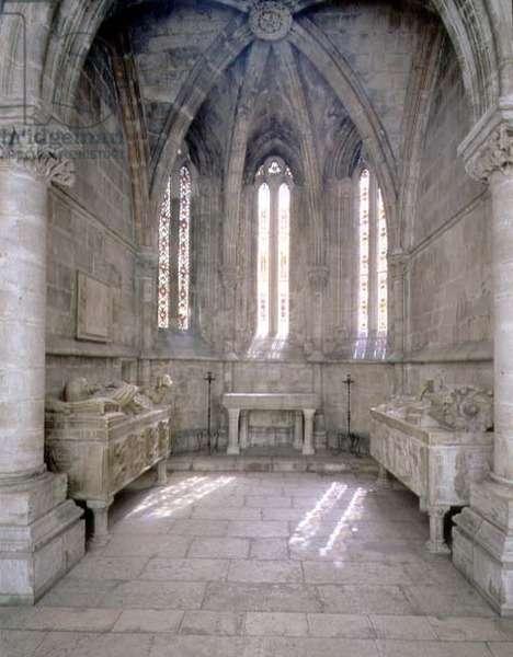 Girola Chapel and tombs (photo)