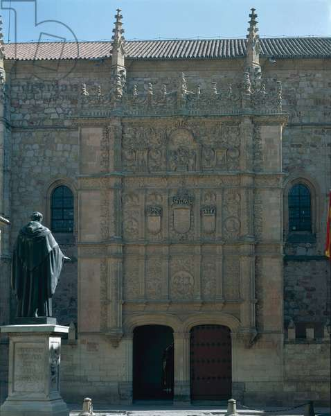 Main entrance facade of the University, decorative scheme includes a double portrait medallion of Ferdinand II of Aragon (1452-1516) and Isabel of Castile (1474-1504) 15th-16th century (photo)