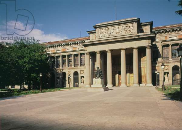 Main facade of the Museum, commissioned by Charles III in 1785, designed by Juan de Villanueva (1739-1811) opened to the public in 1819 (photo)