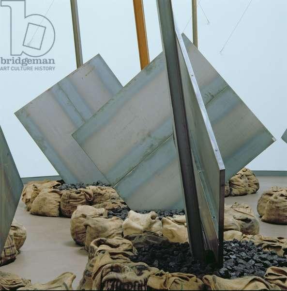 Die eiserne Runde, 1995 (iron, coal, sacks, steel) (see also 180808-810, 180812-813)