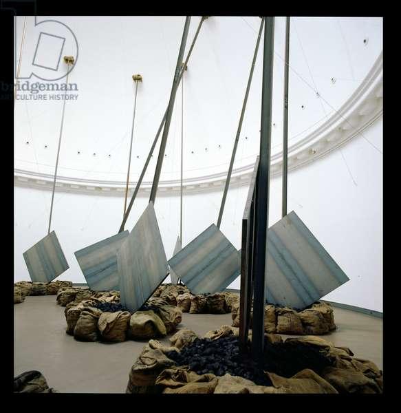 Die eiserne Runde, 1995 (iron, coal, sacks, steel) (see also 180808-811, 180813)