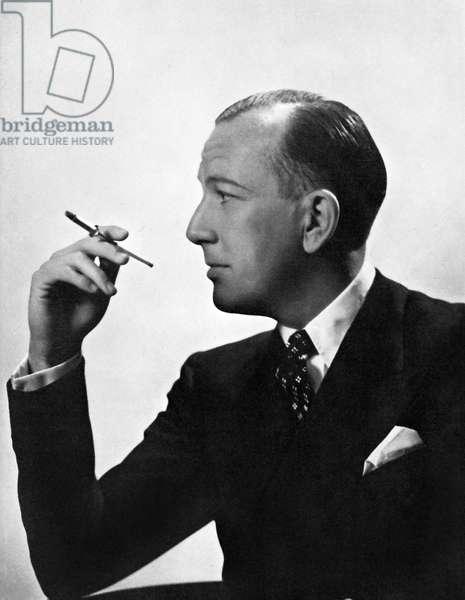 Noel Coward smoking