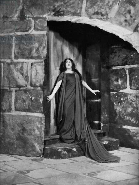 Georgette Leblanc as Ygraine