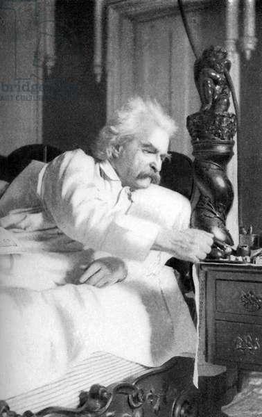 Mark Twain dictating