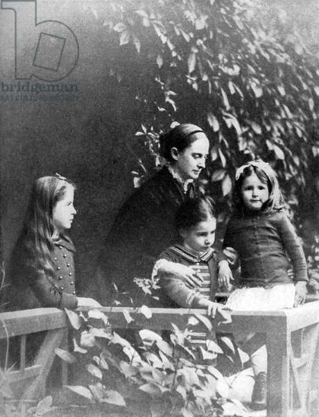 Mark Twain 's wife and children