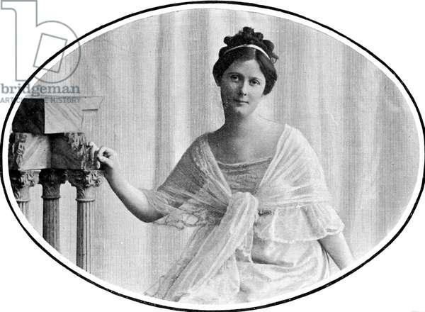 Isadora Duncan wearing a shawl