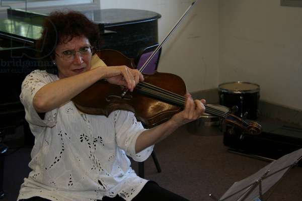 Rivka Golani (Erdesz) playing