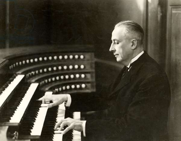 Marcel Dupré  playing