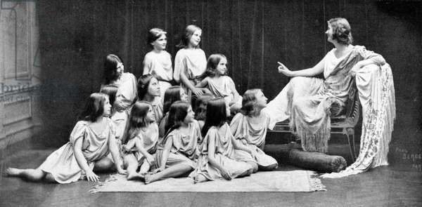 DUNCAN Isadora with her
