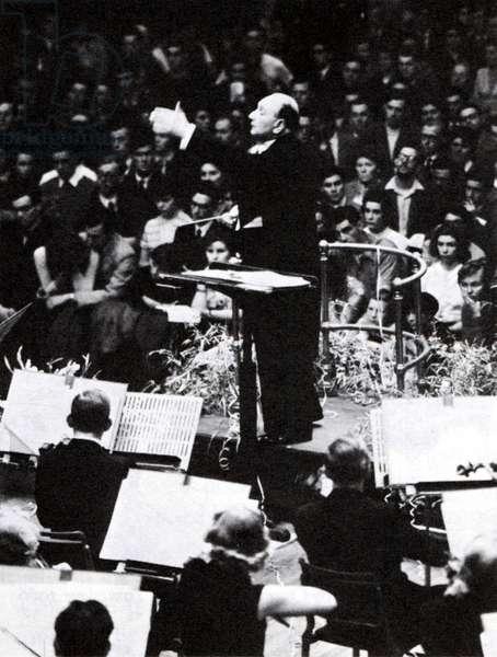 Vilem Tausky conducting at