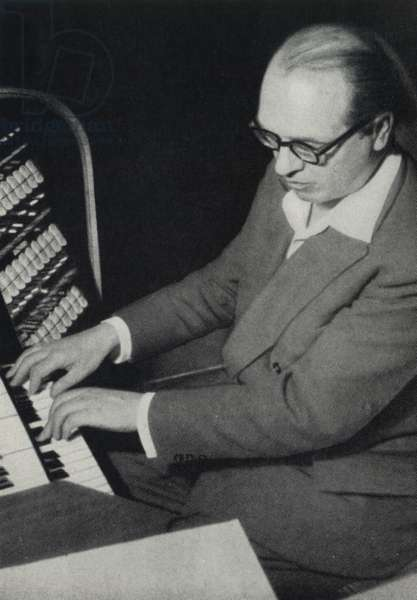 MESSIAEN Olivier playing organ