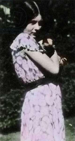 Manon Gropius, daughter of Alma Mahler and Walter Gropius, with her cat