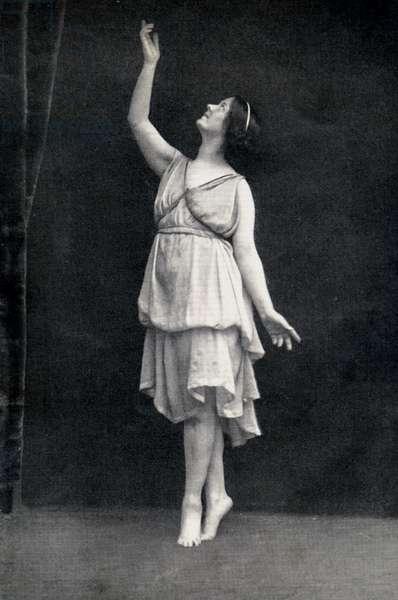 Isadora Duncan dancing American