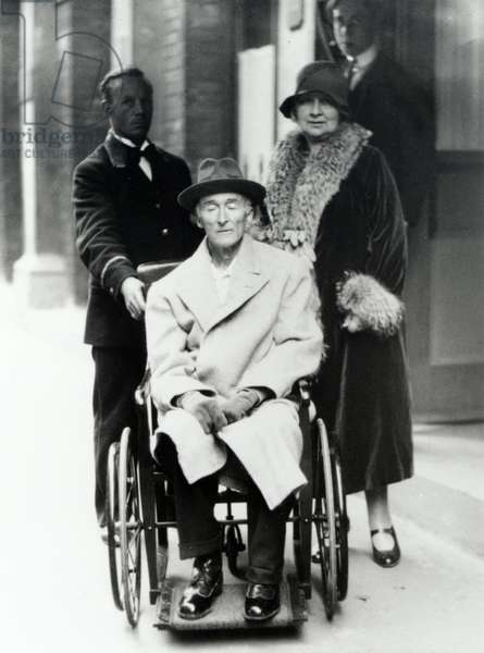 Frederick Delius arriving in a wheelchair 1929