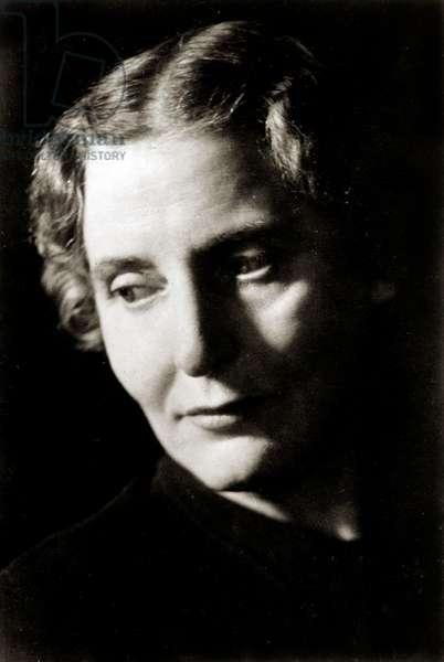 Elsie Suddaby - portrait