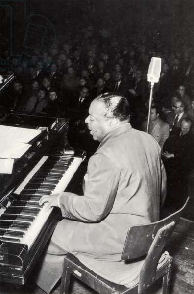 Count Basie performing on