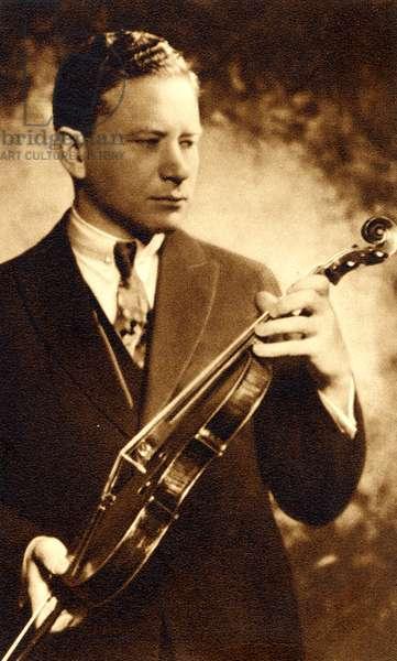 ZIMBALIST Efrem Holding violin
